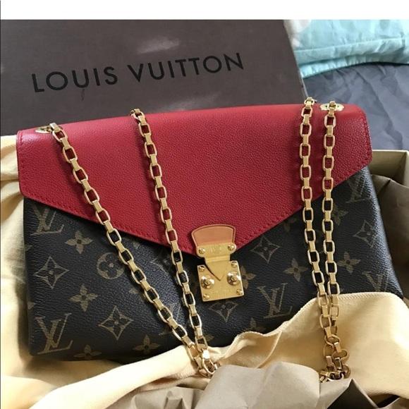b41c5985d802 Louis Vuitton Handbags - Louis Vuitton Pallas chain bag